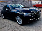 BMW 320i LUXURY                                            2013